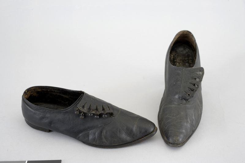 skor, knäppskor Kringla